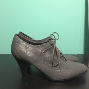 Shoes - Grey high heeled oxfords
